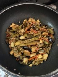 男子料理 2020-1-18 麻婆茄子、鶏モモ肉の照り焼き、味噌汁、温野菜