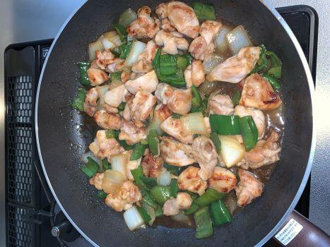 男子が簡単に作れる料理、鶏肉とピーマンと玉ねぎの中華炒め