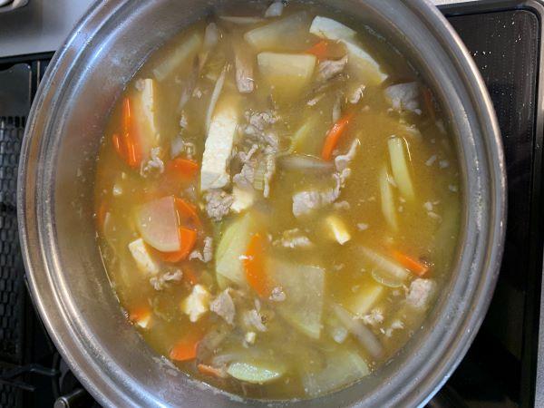 【男子ごはん】昨日は豚汁、大根とキュウリとツナのサラダ、鯖の3品で